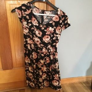 Mossimo floral dress size small